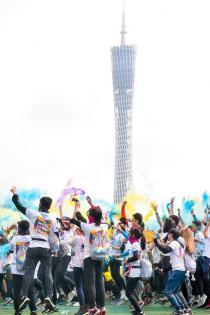 """为广州彩色跑摆好了姿势,却发现炫彩能量要从""""头""""积蓄!"""